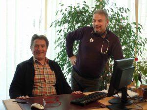Praxisinhaber Wolfgang Schmidt (sitzend) und Dr. Michael Schnabel